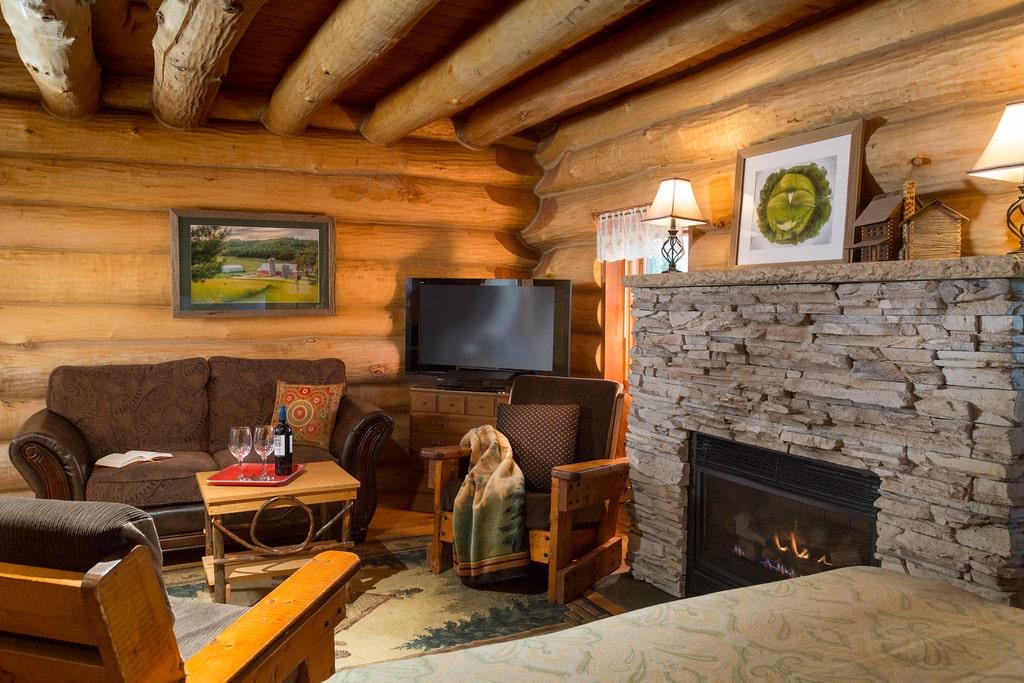 Paul Bunyan log cabin
