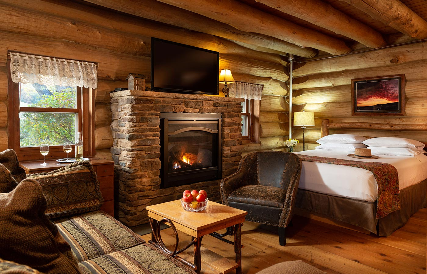 Our Paul Bunyan log cabin is the biggest and most popular of our three cabins in Wisconsin.